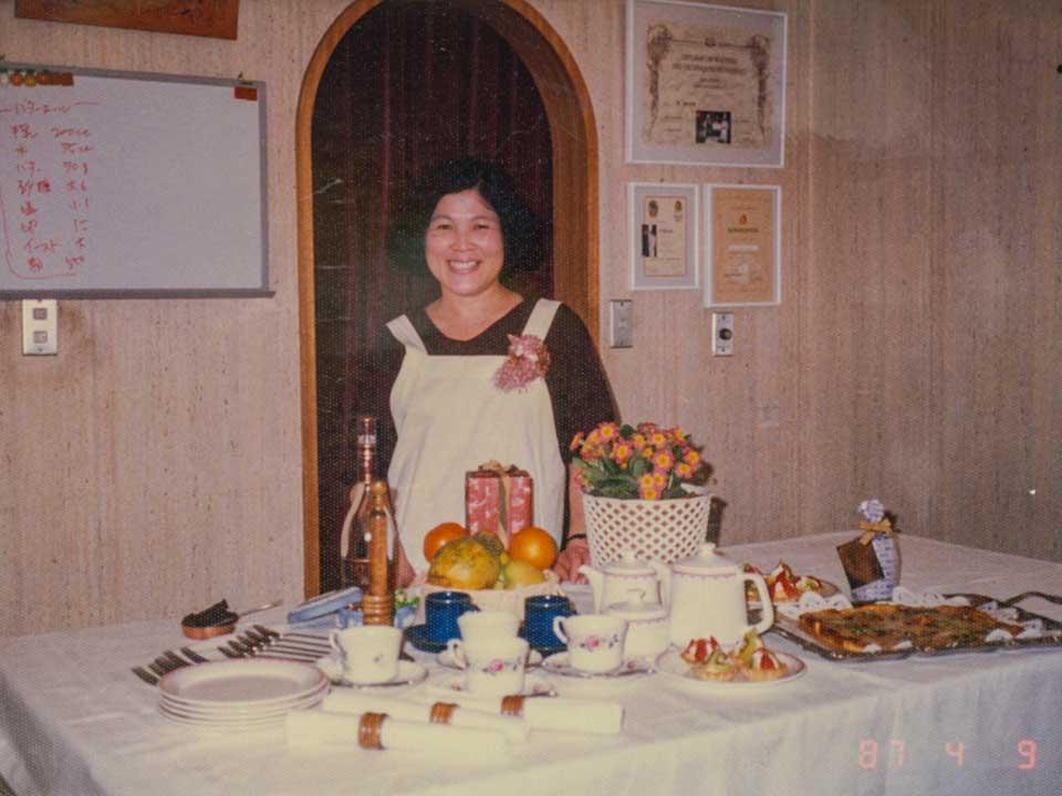 料理教室での母、佐藤淳子